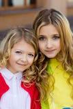 Portrait de deux belles filles blondes Photos libres de droits