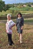 Portrait de deux femmes dehors Photos libres de droits