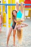 Portrait de deux filles des amies Photos stock