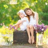 Portrait de deux filles des amies Photographie stock libre de droits