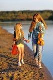 Portrait de deux filles des amies Photographie stock
