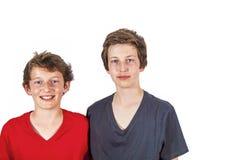 Portrait de deux garçons, d'isolement sur le blanc Image libre de droits