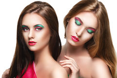 Portrait de deux jeunes belles filles de sensualité images stock