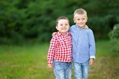 Portrait de deux petits amis Photo libre de droits