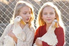 Portrait de deux soeurs Photographie stock