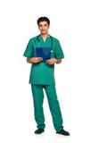 Portrait de docteur avec le dossier santé sur le fond blanc Image libre de droits