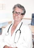 Portrait de docteur féminin supérieur Image libre de droits