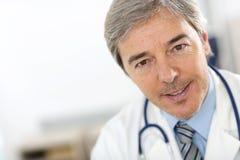 Portrait de docteur mûr Photos libres de droits