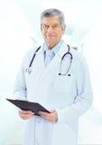 Portrait de docteur masculin amical Images libres de droits