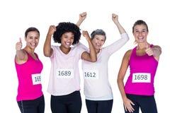 Portrait de faire des gestes heureux d'athlètes féminins Photo libre de droits