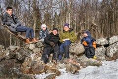 Portrait de famille d'hiver dehors Photo libre de droits