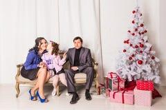 Portrait de famille de Noël dans la vie à la maison de vacances Image stock