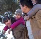 Portrait de famille heureuse dehors Photographie stock
