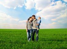 Portrait de famille heureuse et souriante Photos stock