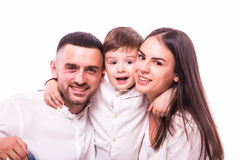 Portrait de famille heureuse : mère, père et fils Photos libres de droits