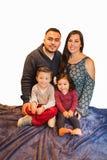 Portrait de famille hispanique heureuse Photo libre de droits