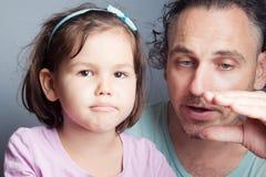 Portrait de famille, théâtre de marionnette de doigt Images libres de droits