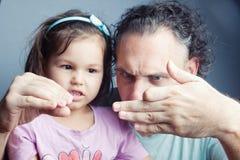 Portrait de famille, théâtre de marionnette de doigt Photos stock