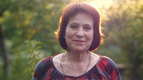Portrait de femme âgée de sourire clips vidéos