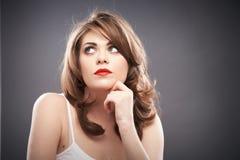 Portrait de femme avec des cheveux de bigoudi Photos stock