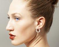Portrait de femme de beauté avec le maquillage photos stock