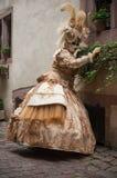 Portrait de femme Costumed au défilé vénitien dans Riquewihr en Alsace Photo libre de droits