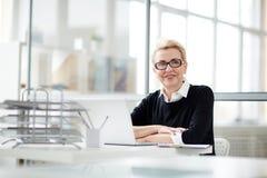Portrait de femme d'affaires assez d'une cinquantaine d'années photo stock