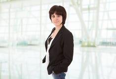 portrait de femme d'affaires au bureau photos libres de droits