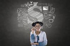 Portrait de femme d'affaires avec des icônes d'affaires et de finances Images stock