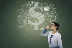 Portrait de femme d'affaires avec des icônes d'affaires et de finances Photo stock