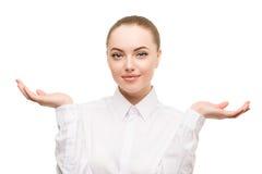 Portrait de femme d'affaires de beauté Proposition d'un produit beau g Photographie stock