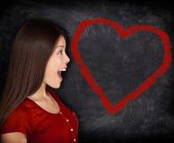 Portrait de femme d'amour de coeur sur le tableau de tableau noir Images libres de droits