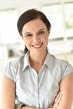 Portrait de femme de 40 ans de sourire Image libre de droits