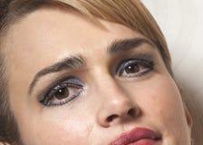 Portrait de femme de beauté sur le papier peint images libres de droits