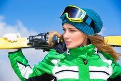 Portrait de femme de skieur Photographie stock