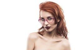 Portrait de femme en verre d'Eyewear d'isolement sur le blanc Photo stock