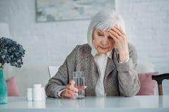 portrait de femme grise de cheveux photographie stock