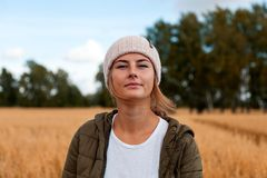 Portrait de femme joyeuse photo libre de droits