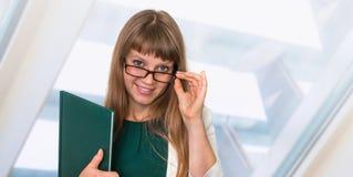 Portrait de femme réussie d'affaires dans le costume formel Photos stock