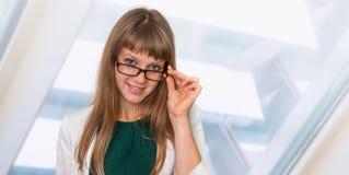 Portrait de femme réussie d'affaires dans le costume formel Image libre de droits