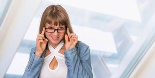 Portrait de femme réussie d'affaires dans le costume formel Photographie stock