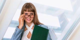 Portrait de femme réussie d'affaires dans le costume formel Photo libre de droits