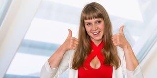 Portrait de femme réussie d'affaires dans le costume formel Image stock