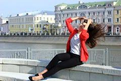 Portrait de femme réussie de sourire d'affaires de jeunes Les gens, mignon, extérieurs Photo stock