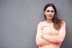 Portrait de femme sportive de jeune brune photos libres de droits
