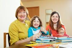 Portrait de femme supérieure avec la fille et les petits-enfants Photos stock