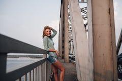 Portrait de femme sur le pont Photo libre de droits