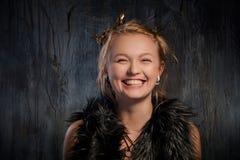 Portrait de femme très heureuse images stock