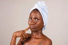 Portrait de fille africaine apr?s douche photos libres de droits