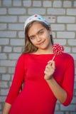 Portrait de fille avec la sucrerie lumineuse Image libre de droits